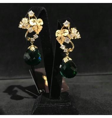 Серьги дизайнерские с бриллиантами и зеленым корундoм