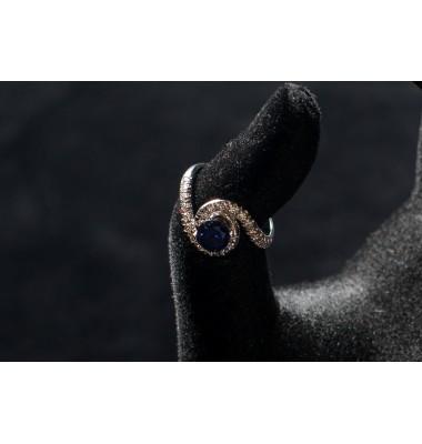 Кольцо с синим корундом и бриллиантами