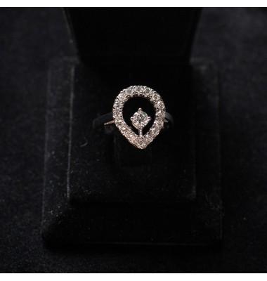 Кольцо с белыми бриллиантами